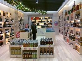 Firminė MV gėrimų parduotuvė Klaipėdoje (PC Banginis)