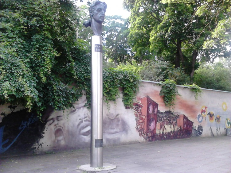 Frank Zappa paminklas Vilniuje